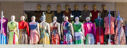 Gruppe des Mannequins in der Kleidung Merkato-Markt Addis Aba Lizenzfreie Stockfotografie