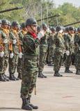Gruppe des Marinesoldaten mit der Marineklinge, die Militärparade der königlichen thailändischen Marine, Marinebasis, Thailand vo Stockfotografie