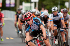 Gruppe des Radfahrer-Rennens in Georgia Criterium Event Stockfotografie