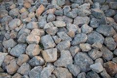 Gruppe des Steins auf Boden im Freien Stockbilder