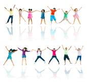 Gruppe des verschiedenem Kinderspringens Stockbilder