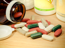 Gruppe des Vitamins, Vitamin, Droge, Multivitamin, Kräuterergänzungskappe Stockbild