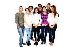 Gruppe, die lächelnde Freunde zusammen stehen ist Stockfotos
