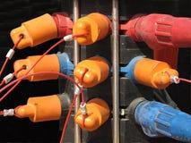 Gruppe elektrische Bolzen und Schutzkappen. Stockfotos