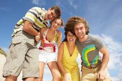 Gruppe Freunde, die Spaß haben Lizenzfreie Stockbilder
