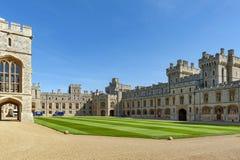 Gruppe Gebäude am Viereck von Windsor Castle, ein königlicher Wohnsitz bei Windsor in der Grafschaft von Berkshire, England, Groß stockfotografie
