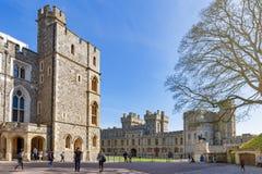 Gruppe Gebäude am Viereck von Windsor Castle, ein königlicher Wohnsitz bei Windsor in der Grafschaft von Berkshire, England, Groß lizenzfreie stockfotografie