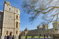 Gruppe Gebäude am Viereck von Windsor Castle, ein königlicher Wohnsitz bei Windsor in der Grafschaft von Berkshire, England, Groß stockfotos