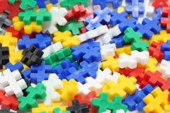 Gruppe gelbes Puzzlespiel und eins unterschiedlich Stockfotografie