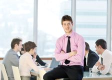 Gruppe Geschäftsleute bei der Sitzung Lizenzfreies Stockfoto