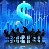 Gruppe Geschäftsleute, die auf Wirtschaftsaufschwung sich treffen Lizenzfreie Stockbilder