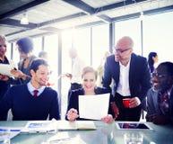 Gruppe Geschäftsleute, die Bestimmtheit ausdrücken Lizenzfreie Stockfotos
