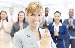 Gruppe Geschäftsleute, die Respekt zahlen lizenzfreie stockbilder