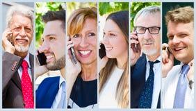 Gruppe Geschäftsleute, die am Telefon sprechen Stockfoto