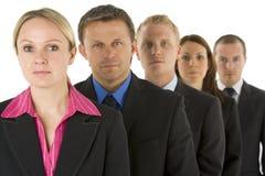 Gruppe Geschäftsleute in einer Zeile, die ernst schaut Lizenzfreies Stockfoto