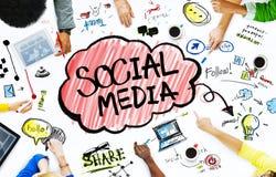 Gruppe Geschäftsleute mit Social Media-Konzept Stockfotografie