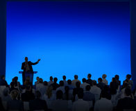Gruppe Geschäftsleute, die auf eine Rede hören Lizenzfreie Stockfotografie