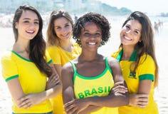 Gruppe glückliche brasilianische Mädchen stockbilder