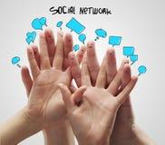 Gruppe glückliche Fingersmiley mit Sozialschwätzchen Sig Stockfotografie