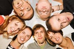 Gruppe glückliche Freunde stockbilder