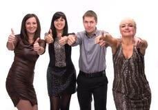 Gruppe glückliche Geschäftsleute, die Zeichen des Erfolgs zeigen Stockbilder