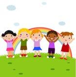 Gruppe glückliche Kinder im Park mit Regenbogen lizenzfreie abbildung