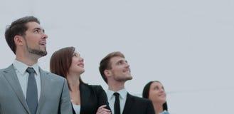 Gruppe glückliche und erfolgreiche Geschäftsleute, die oben schauen Lizenzfreies Stockbild