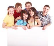 Gruppe glückliche Leute, die Fahne nehmen. Lizenzfreie Stockfotografie