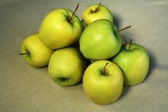 Gruppe grüne Äpfel Stockbild