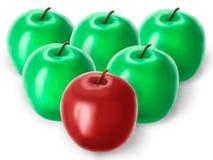 Gruppe grüne Äpfel und ein Rot Lizenzfreies Stockfoto