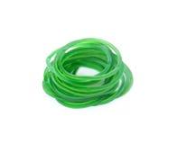 Gruppe grüne Gummigeldbänder lokalisiert auf weißem Hintergrund Lizenzfreies Stockbild