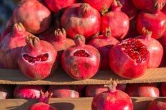Gruppe Granatäpfel Granatapfelnahaufnahme, Hintergrund lizenzfreie stockfotografie