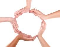 Gruppe Hände, die einen Kreis bilden Stockfotografie