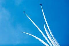 Gruppe Jets im Himmel stockbilder