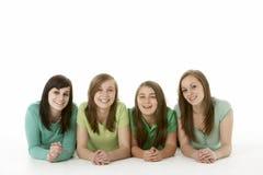 Gruppe Jugendfreundinnen stockfotos