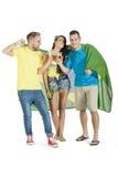 Gruppe junge attraktive Brasilien-Anhänger mit Bieren Lizenzfreies Stockbild