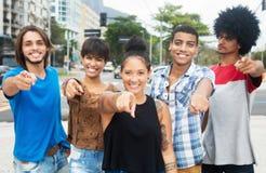 Gruppe junge Erwachsene des kühlen Hippies in New York City lizenzfreie stockbilder