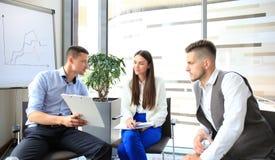 Gruppe junge Geschäftsfachleute stockbilder