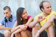 Gruppe junge Leute, die Spaß haben Lizenzfreie Stockbilder
