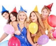 Gruppe junge Leute im Partyhut. Lizenzfreie Stockbilder
