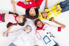 Gruppe Kinder in den Uniformen Stockfotos
