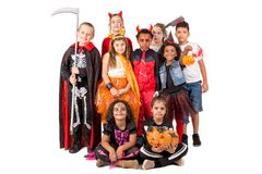 Gruppe Kinder in Halloween-Kostümen Stockfotografie