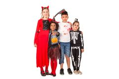 Gruppe Kinder in Halloween-Kostümen Stockfoto