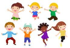Gruppe Kinder mit unbelegtem Zeichen oder Fahne Stockfotografie