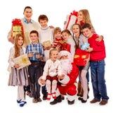 Gruppe Kinder mit Weihnachtsmann Stockbild