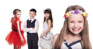 Gruppe kleine glückliche Mädchen Stockfotos