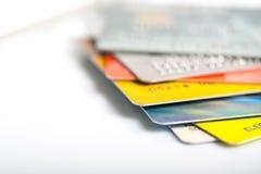 Gruppe Kreditkarten auf weißem backround stockbilder