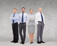 Gruppe lächelnde Geschäftsmänner über weißem Hintergrund Stockfotografie