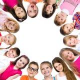 Gruppe lächelnde Kinder stockbild