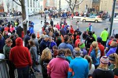 Gruppe Läufer an Anfangszeile, jährlicher Christopher Dailey Turkey Trot, Saratoga Springs, 2014 Stockfotos